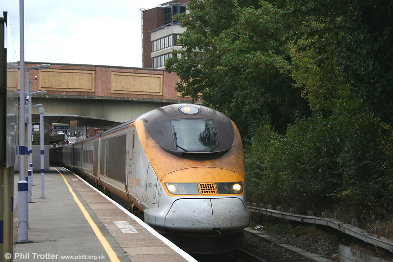 3105 at Bromley South with train 9030, 1341 London Waterloo to Lille and Paris Gare du Nord on 22nd September 2007.