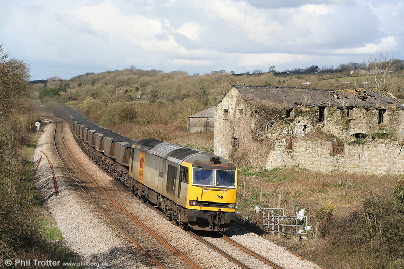 60068 'Charles Darwin' and its train of HAAs for Aberthaw Power Station leave behind a trail of coal dust at Llangewydd on 29th March 2007.