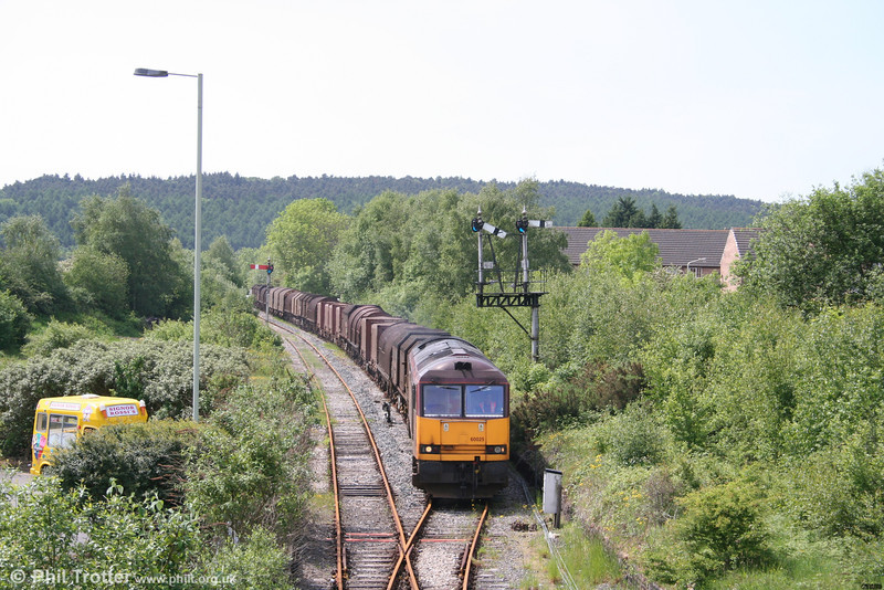 60025 'Caledonian Paper' arrives at Tondu with the diverted 6M41, 1100 Margam - Round Oak loaded steel on 20th May 2007.