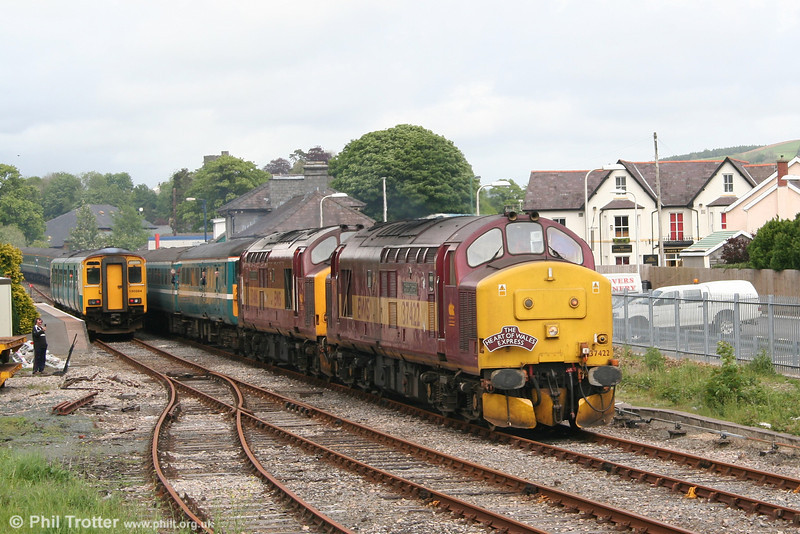 37422 'Cardiff Canton' and 37406 'The Saltaire Society' depart from Llandovery with 1Z66, the 0717 Altrincham - Cardiff, 'The Heart of Wales Express' on 12th May 2007. 150284 waits to proceed with the 1317 Swansea - Shrewsbury.