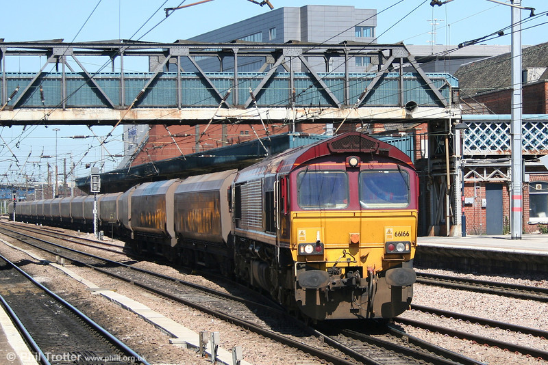 66166 at Doncaster with 6F92,0945 Hull Docks - Cottam Power Station on 30th April 2007.