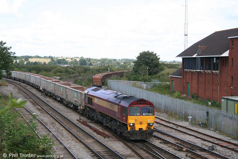 59205 'L. Keith McNair' approaches Westbury with empty MendipRail box wagons on 6th August 2007.