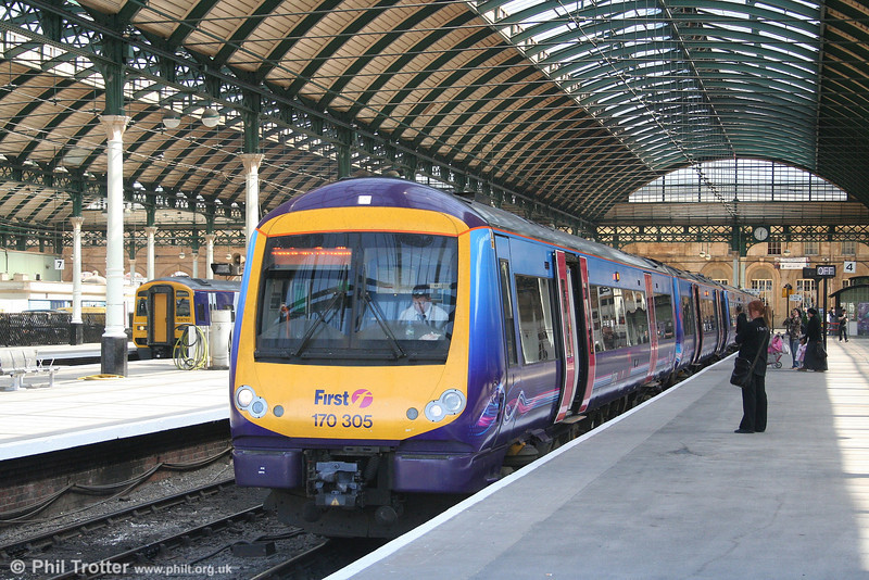 170305 prepares to depart from Hull with the 1237 service to Manchester on 2nd May 2007.