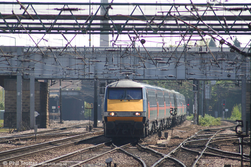 An unidentified class 91 approaches Doncaster with the 1300 King's Cross - Glasgow on 2nd May 2007.