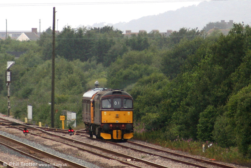 33207, having again crossed the main line at Llandeilo Junction, stops in the Up Loop before setting back into the reception sidings on 2nd July 2007. The pair would stable here overnight before an early morning departure for an inspection of the Heart of Wales and Cambrian Coast lines the following day.