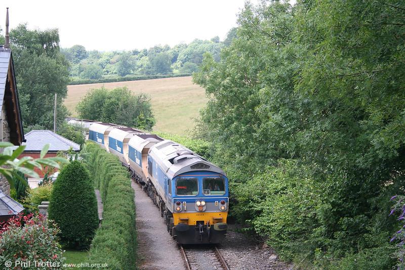 Garden railway: 59005 'Kenneth J Painter' at Church Road, Machen heading 6C80, 1333 Machen Quarry - Westbury Yard on 23rd June 2007.