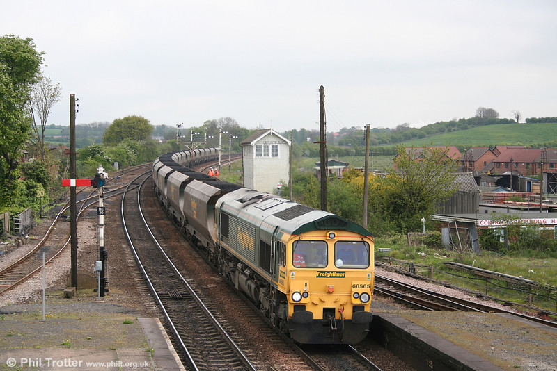 66565 at Barnetby with 6R10, 1022 Immingham - Barrow Hill on 2nd May 2007.