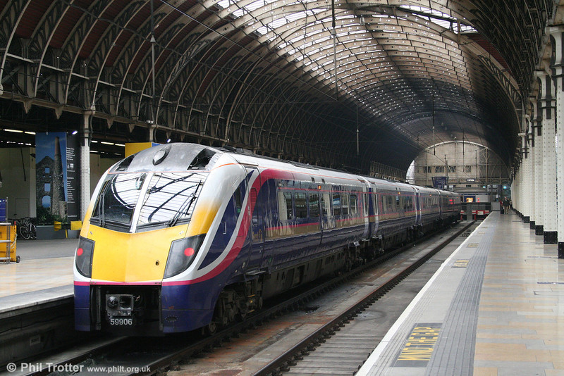 180106, one of FGW's fourteen 'Adelante' units at Paddington on 21st May 2007.
