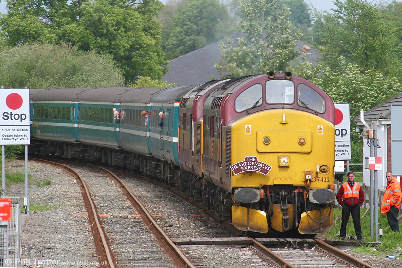 It's hands in pockets time as 37422 and 37406 with the late running 1Z66, 0717 Altrincham - Cardiff, await the arrival of the 1317 Swansea - Shrewsbury service at Llandovery on 12th May 2007. This tour had been booked for a class 67 and 'Royal' 67005 had headed the train from Altrincham as far as Chester. There, 67005 was exchanged for the two class 37s which had arrived at Chester heading 6D19, 0640 Arpley - Holyhead. 67005 then took over 6D19.