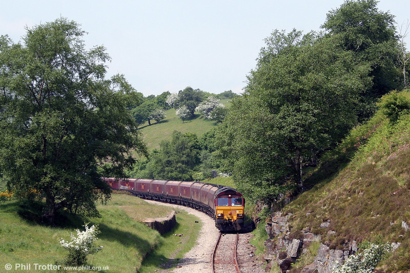 66144 approaches Bedlinog with 6C93, 1250 Cwmbargoed Opencast Colliery to Aberthaw Power Station on 24th May 2008.
