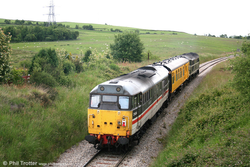 31454 'The Heart of Wessex' is seen at the rear of test train 2Z08 as it nears Onllwyn on 17th June 2008.