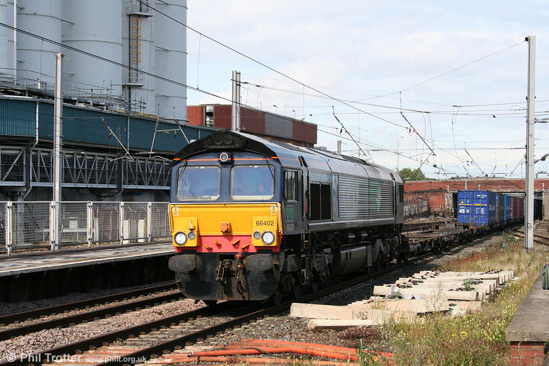 DRS 66402 passes through Warrington Bank Quay at the head of 4M44, 0821 Mossend to Daventry Malcolm intermodal on 2nd September 2008.