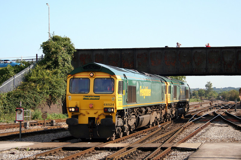 66524 and 66610 run light as 0Z75 through Westbury on 23rd August 2008. The pair were en route from Reading to Taunton, Fairwater Yard.