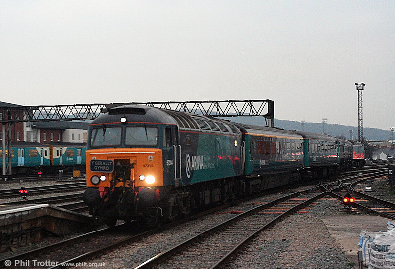 Pushing my luck with the light on this one. (Stand well back from your screen to view!) 57314 enters Cardiff Central with 5W91, 1606 Canton to Cardiff Central ecs, ready to go forward to Holyhead at 1617. 29th December 2008.