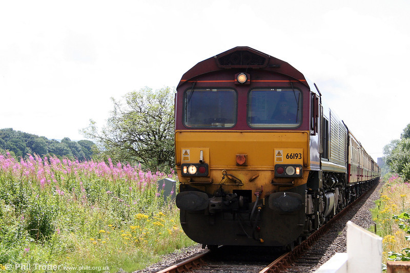 66193 approaches Cilyrychen Crossing with 1Z66, 0738 London Paddington to Llandrindod Wells on 2nd August 2008.