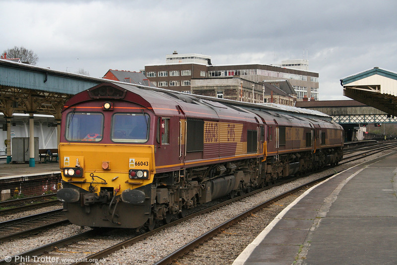66043, 66213 and 66006 run light through Newport for Alexandra Dock Junction on 24th March 2008.