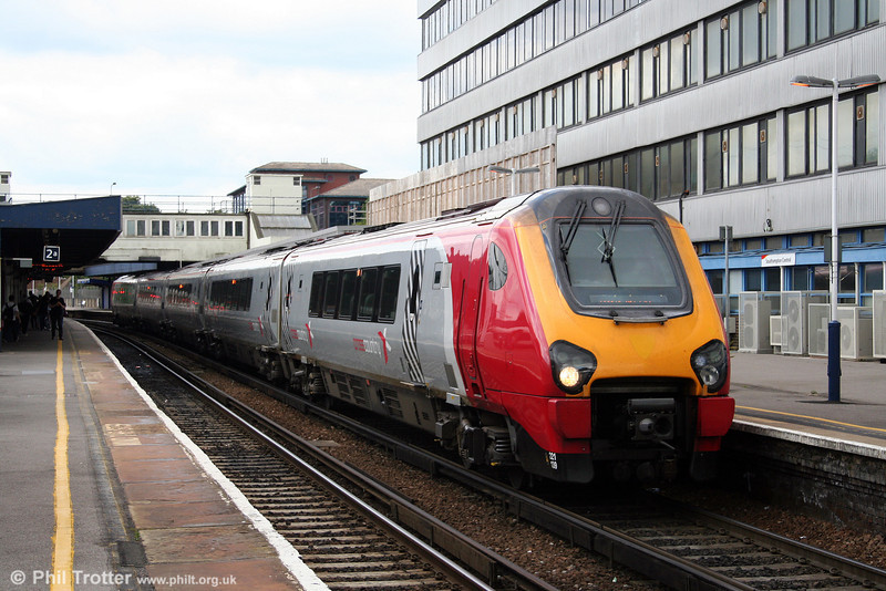 XC 221139 calls at Southampton forming the 1145 Bournemouth to Manchester Piccadilly on 23rd August 2008.