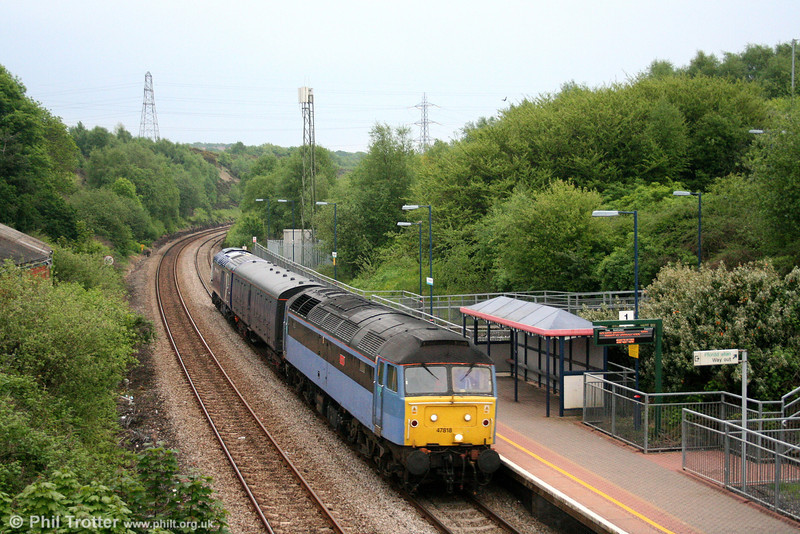 Cotswold's debranded 'One' liveried 47818 'Emily' passes Llansamlet with 5Z46, 1420 Brush, Loughborough to Landore TMD on 15th May 2008. FGW's 43025 was being returned to Landore following repair at Loughborough as a consequence of its fire at Westbury on 20th October 2007.