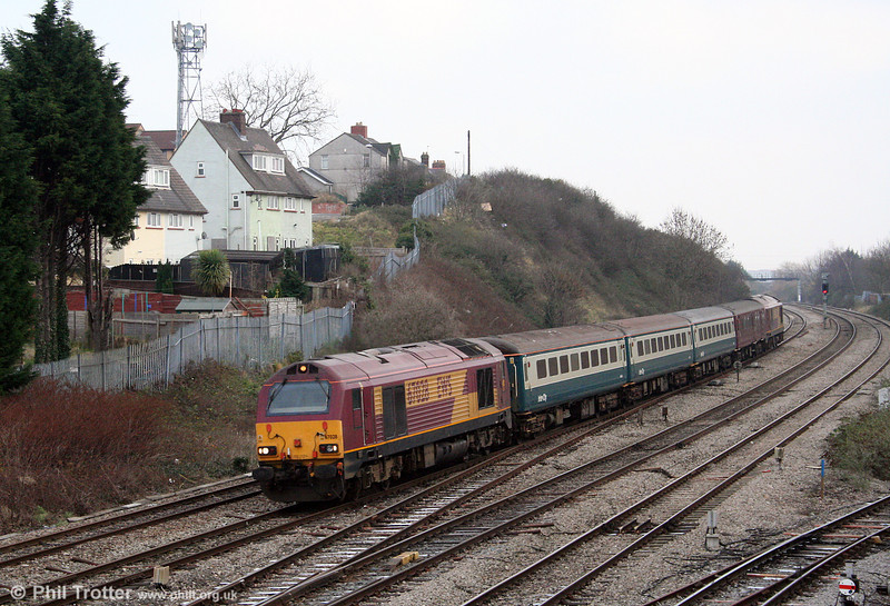 67028 passes East Usk with 2U14, FGW's 1101 Taunton to Cardiff Central on 29th December 2008.