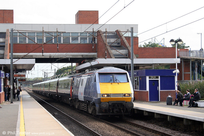 91111 'Terence Cuneo', now in the new NXEC livery, heads the 1610 London King's Cross to Leeds through Stevenage on 11th September 2008.