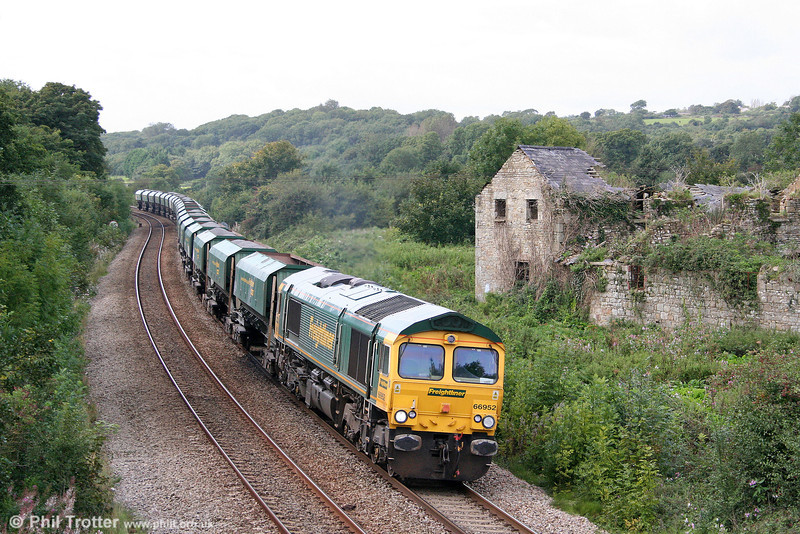 Freightliner 66952 at Llangewydd with 6B75, 1338 Neath Abbey Wharf to Cardiff Pengam loaded hoppers on 12th September 2008.
