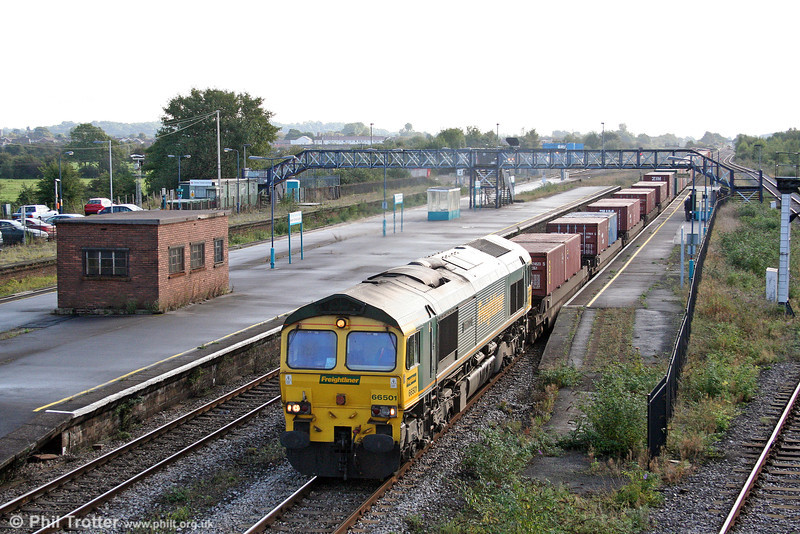 66501 'Japan 2001' at Severn Tunnel Junction with an additional 4V50, Southampton to Wentloog on 13th September 2008.