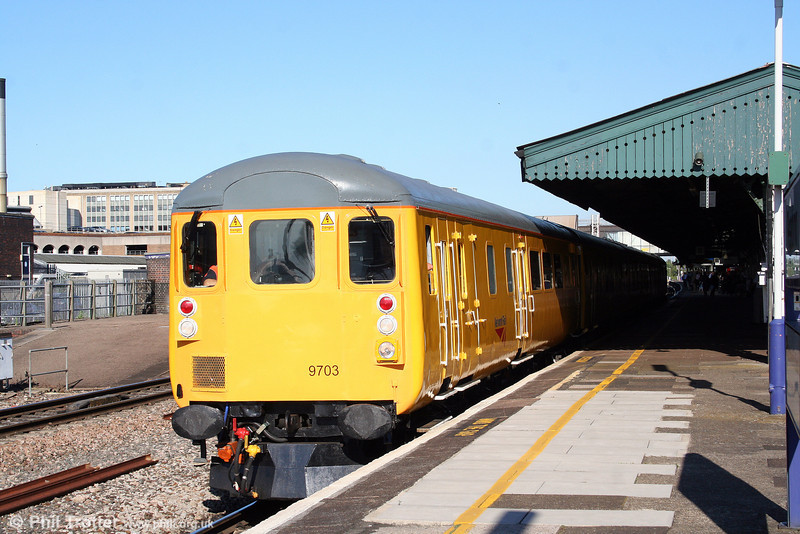 NR DBSO 9703 prepares to leave Reading with 4Z08, 1727 Didcot Yard to Taunton test train on 15th July 2008. Power is provided at the rear by 31233.