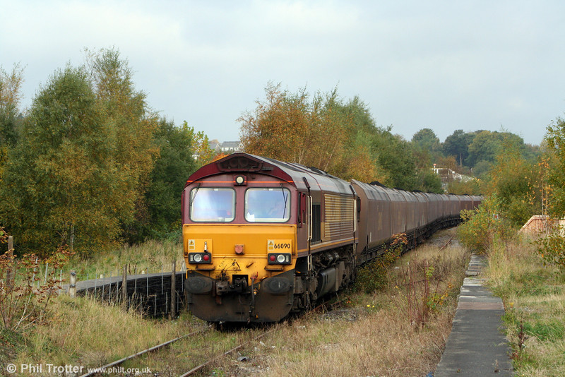 66090 waits for its path at Aberdare with 6C45, 1054 Tower Colliery to Aberthaw Power Station on 11th October 2008.