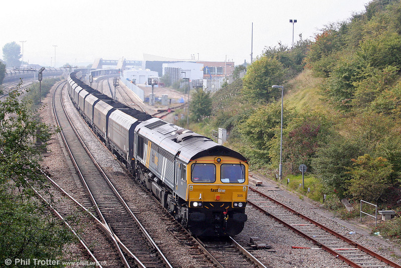 On 27th September 2008, the second Saturday of operation of this flow, Fastline 66305 passes Bristol Parkway with the late running 6M90, 1130 Avonmouth to Ratcliffe Power Station.