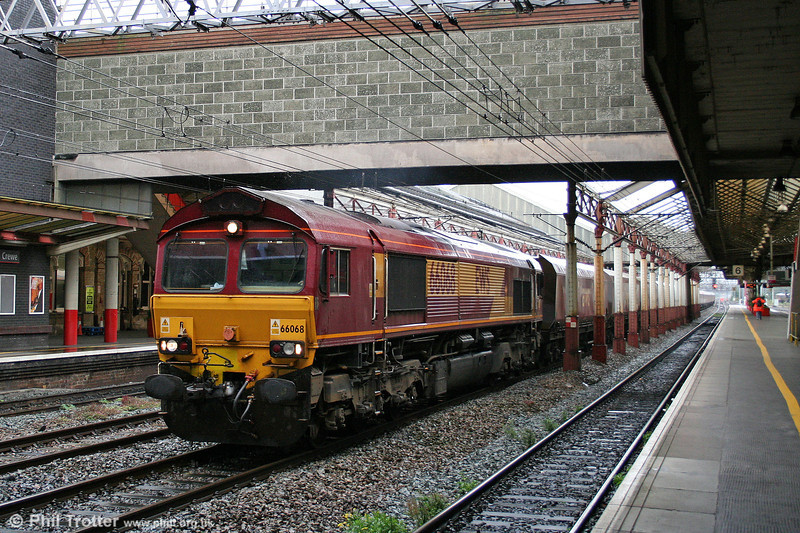 66068 passes through Crewe with the 1150 Ratcliffe Power Station to Carlisle on 3rd September 2008.