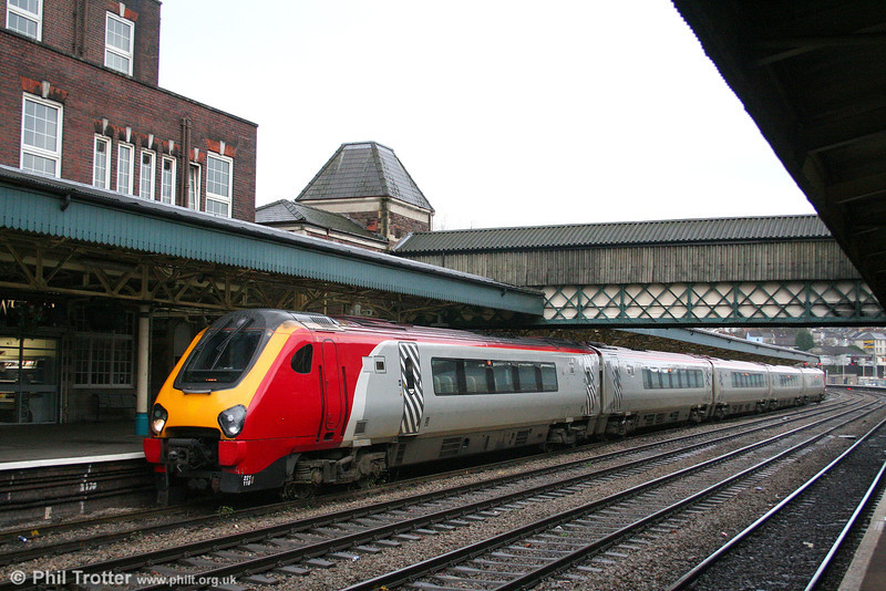 221118 waits to leave Newport with a service from Plymouth to Leeds on 5th January 2008.