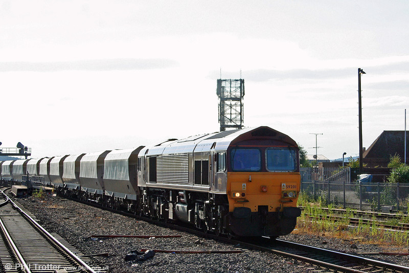 59201 'Vale of York' at Reading with 6A21, 1324 Whatley to Acton Yard 'jumbo' train on 15th July 2008.