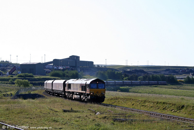 The morning sunlight catches 66227 as it arrives at Cwmbargoed with 4C93 on 7th June 2008.
