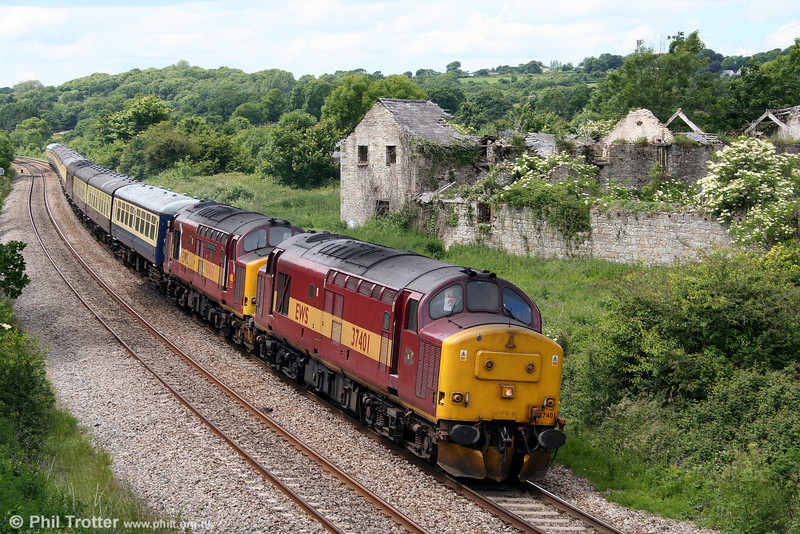 37401 and 37417 'Richard Trevithick' pass Llangewydd with 5Z67, 1450 Margam to Old Oak Common ECS on 15th June 2008. The pair had worked Pathfinder's 'The Lake District Explorer' railtour from Cardiff to Ravenglass and return the previous day.
