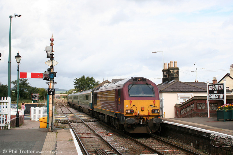Gobowen's running in boards are a nice touch as 67017 'Arrow' calls with 1P13, 1110 Wrexham to London Marylebone on 2nd September 2008.