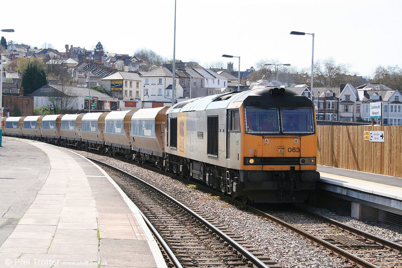 Class 60s seem to be becoming more commonplace on the Machen stone trains (probably because so many 66s are in France!). 60063 'James Murray' heads east at Newport with 6C83, 1220 Machen to Westbury Yard on 15th April 2008.