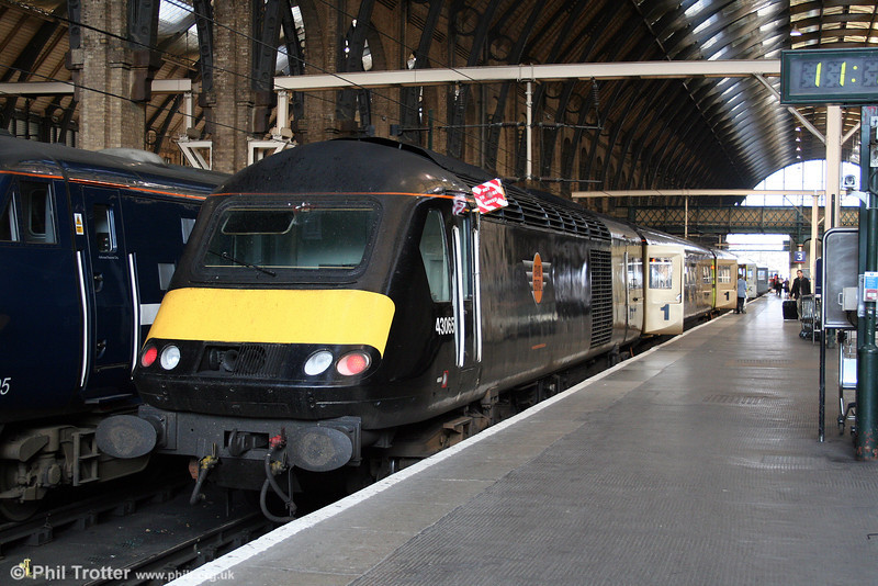 GC 43065, a one-time Virgin XC power car, sits at King's Cross, ready to leave at the 1127 departure for Sunderland on 20th September 2008.