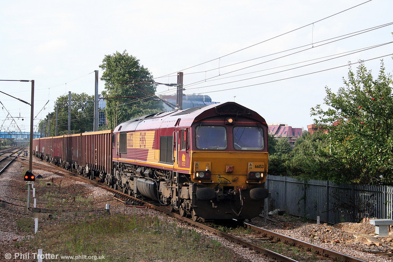 66153 approaches Stevenage with 6Z66, 1652 Hitchin to Sheerness on 11th September 2008.