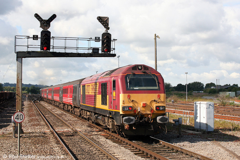 67027 'Rising Star' leaves Westbury at the rear of 2O72, the 0909 Bristol Temple Meads to Weymouth on 23rd August 2008.