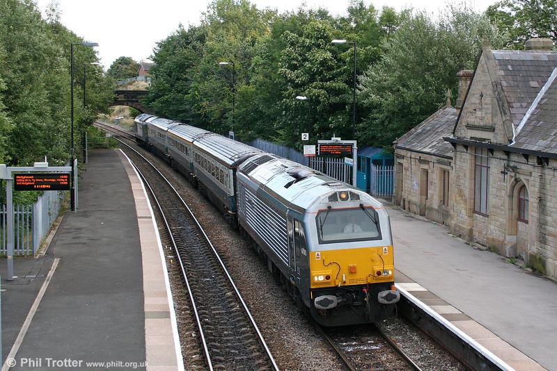 WSMR 67015 'David J. Lloyd' calls at Ruabon with 1P13, 1110 Wrexham to London Marylebone on 1st September 2008.
