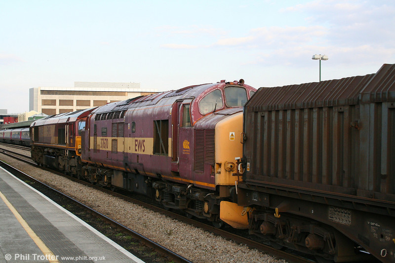 Another view of 37670 'St. Blazey T&RS Depot' in the 1645 Trostre to Doncaster Belmont 'Enterprise' at Cardiff on 16th April 2008.