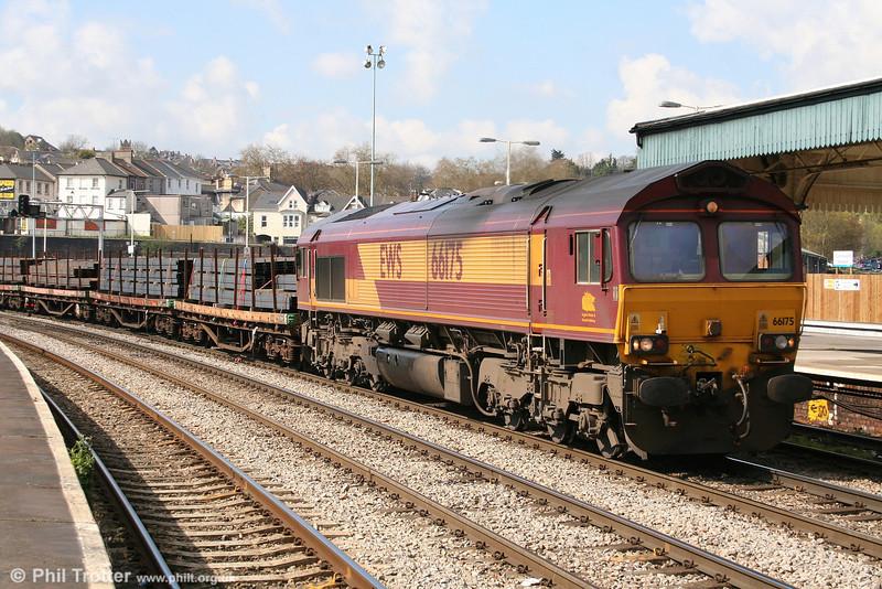 66175 heads through Newport with 6C01, 0941 Newport ADJ to Bristol East Depot steel on 15th April 2008.