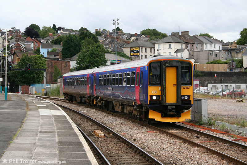 FGW's 153382 and 153372 call at Newport forming the 1400 Cardiff Central to Taunton on 12th July 2008. Engineering work which closed Newport's through lines on this day meant that all trains ran via platforms 3 or 4.