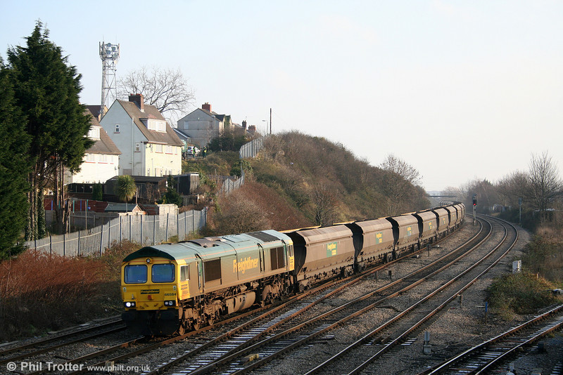 The dustmen are collecting the post-Christmas rubbish in Libeneth Road, Newport as 66584 passes East Usk at the head of 6M04, 1025 Portbury to Rugeley Power Station on 29th December 2008.