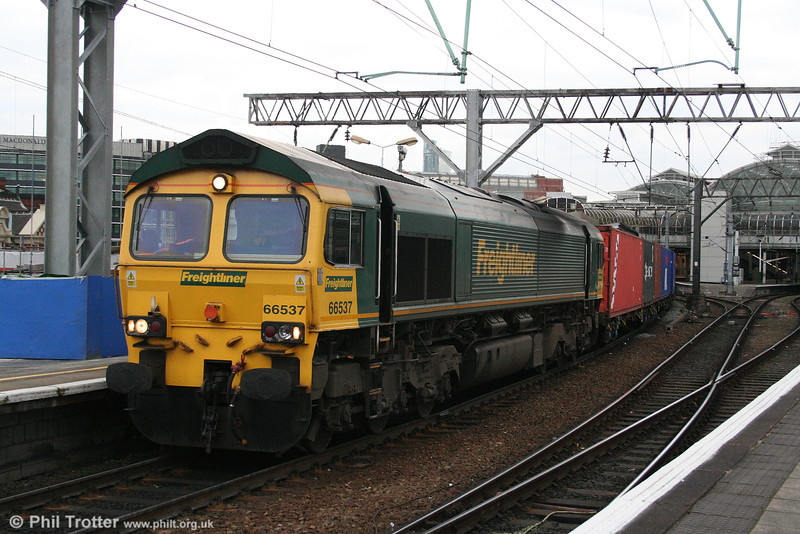 66537 passes through Manchester Piccadilly heading 4L96, 1635 Trafford Park to Felixstowe on 18th March 2008.