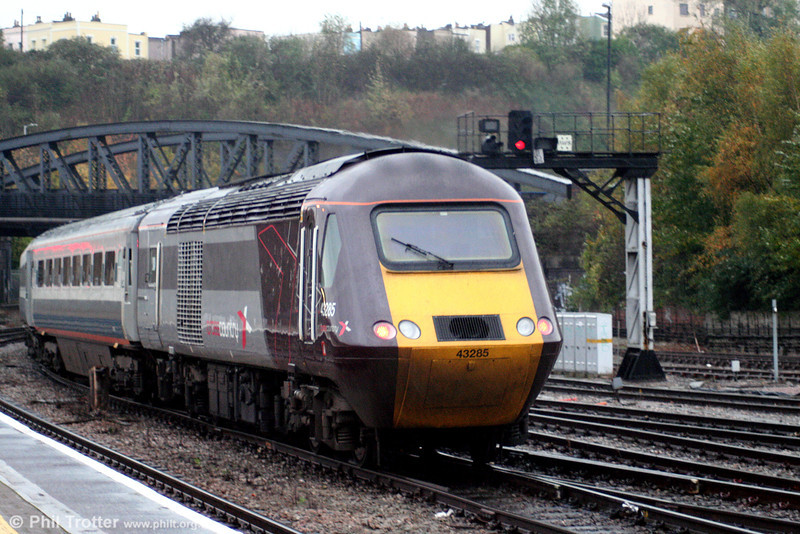 In fading light, XC 43285 brings up the rear of the 1224 Manchester Piccadilly to Penzance as it leaves Bristol Temple Meads on 1st November 2008.