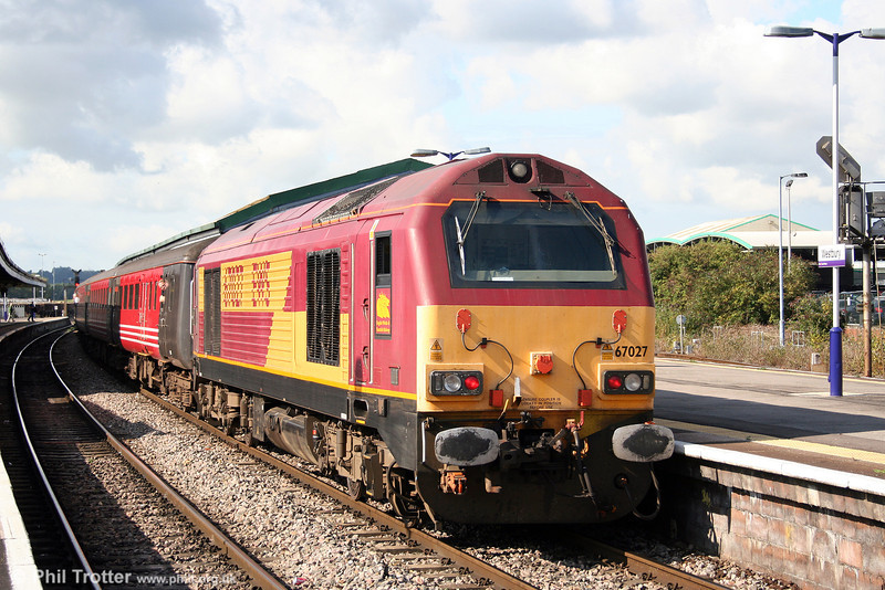 67027 'Rising Star' brings up the rear of 2O72, FGW's 0909 Bristol Temple Meads to Weymouth on 23rd August 2008.