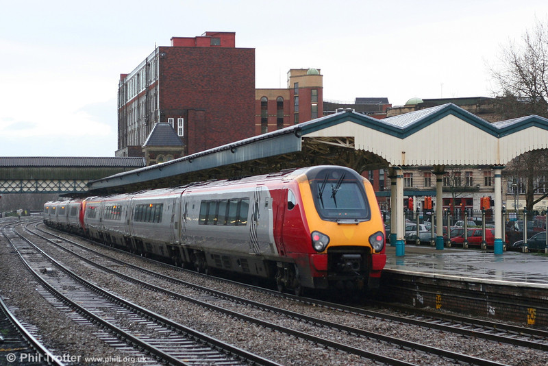 XC 220020 and 221114 forming a Penzance to Leeds service on 5th January 2008.