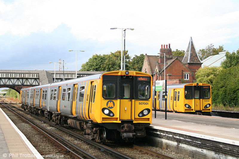 MR 507001 again, this time at Hooton forming the 1641 Liverpool to Ellesmere Port on 1st September 2008.