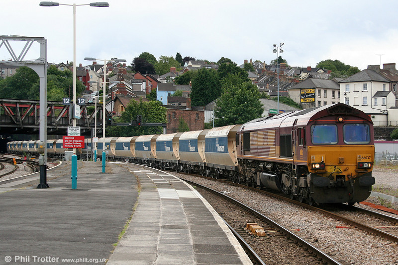 A few hours after the previous photo, 66037 returns through Newport with 6C80, 1410 Machen Quarry to Westbury Yard on 12th July 2008.